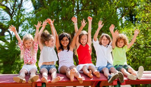 Kinder feiern Geburtstag auf Dortmunder Spielplatz
