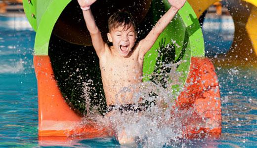 Kind feiert Geburtstag in Hamburger Wasserpark