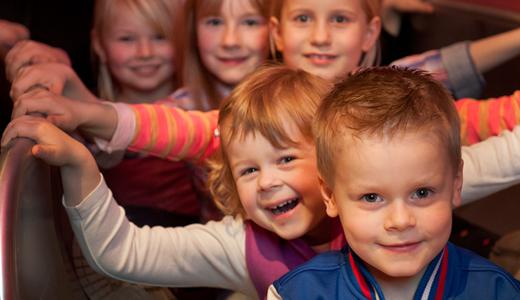 Kinder feiern Geburtstagsparty in Stuttgarter Location