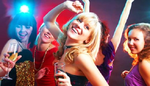Junggesellinnenabschied in einer Disco