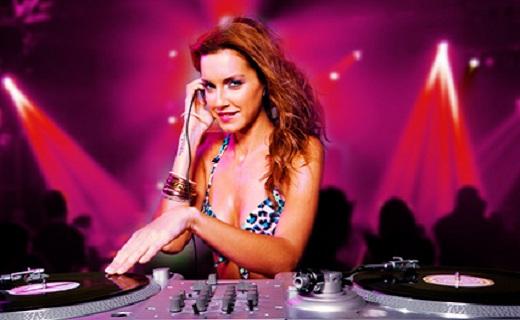 Junggesellin am DJ-Pult