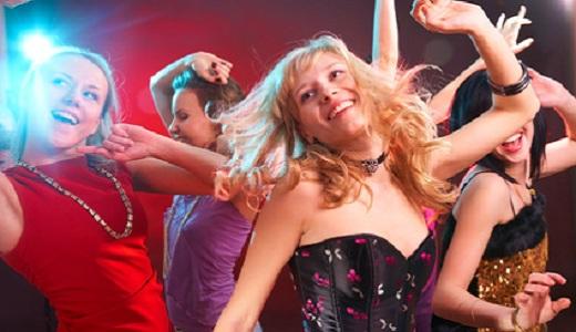 Tanzende Junggesellinnen