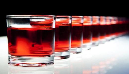 Gläser mit Alkohol