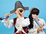 Kinder feiern eine Piratenparty